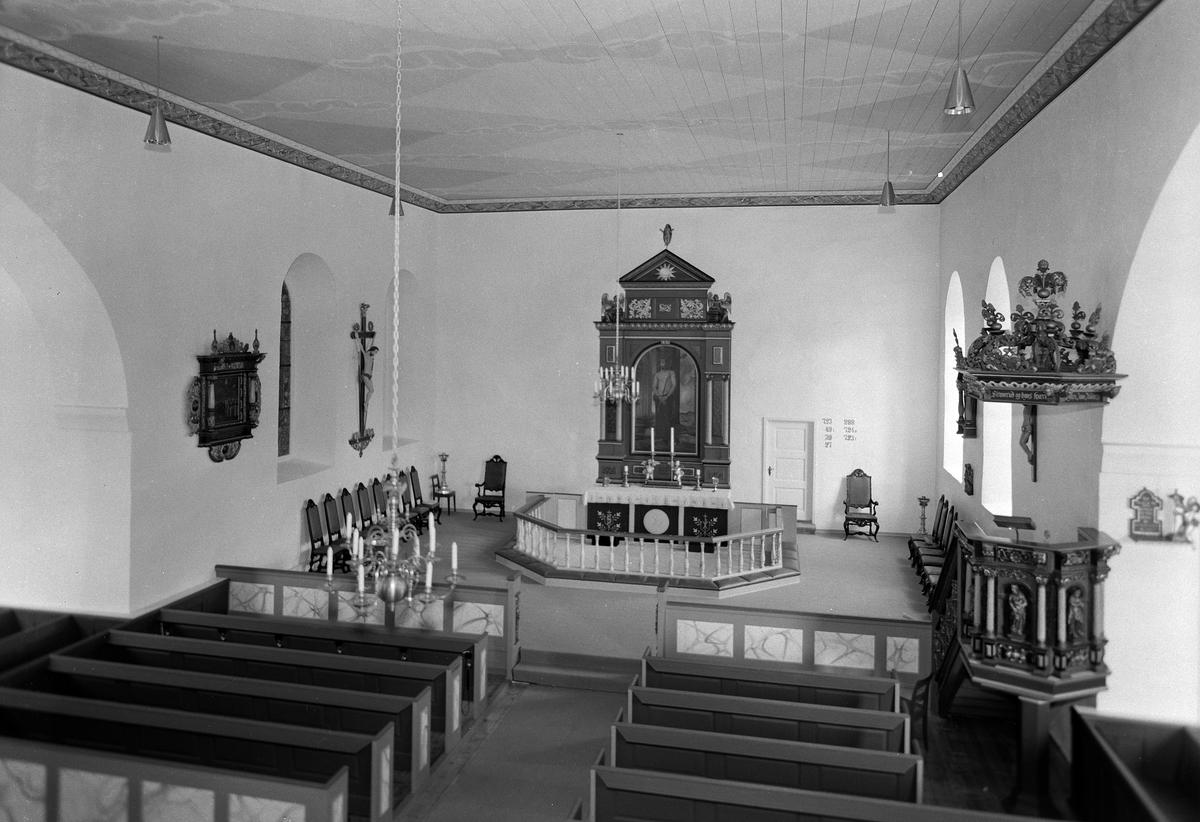 FURNES KIRKE. JUNI 1958. INTERIØR. FOTOGRAF EIVIN LØKKEN.