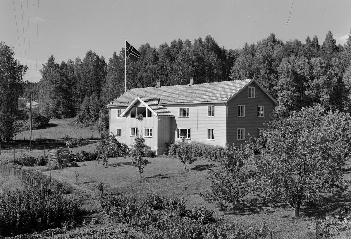 VELDRE BARNEHJEM. AUG. 1959. FOTOGRAF EIVIN LØKKEN.