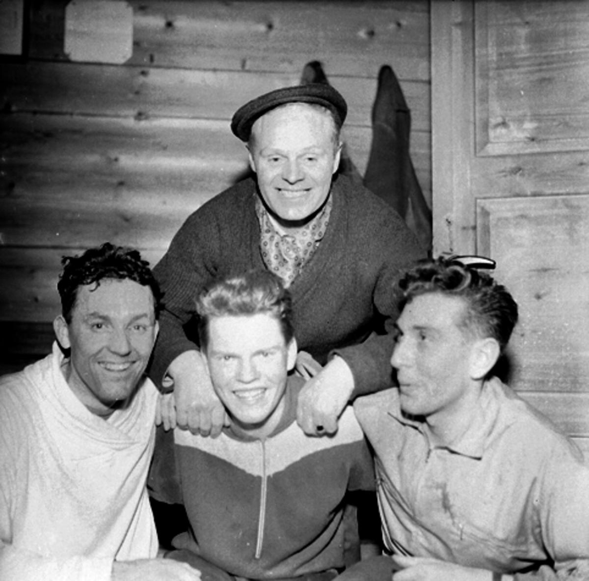 Veldre Idrettslag, f.v. Alf Megård, Nils Magne Taskerud, Odd Frankmoen. Bak Reidar Jørgensen.