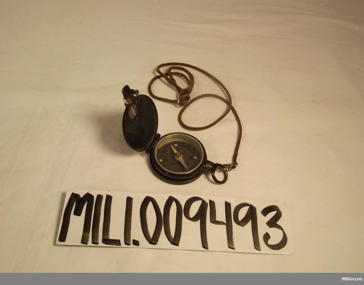 Kompass tillverkad av Emil busch A.G. Rathenow.