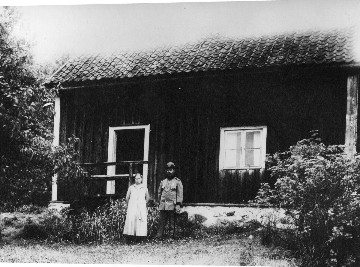 Soldattorp nr 7 Edeskvarna Norrgård, Livkompaniet, Jönköpings regemente. Carl Emil Edstrand med hustru Anna. Torpet låg i Gisebo.
