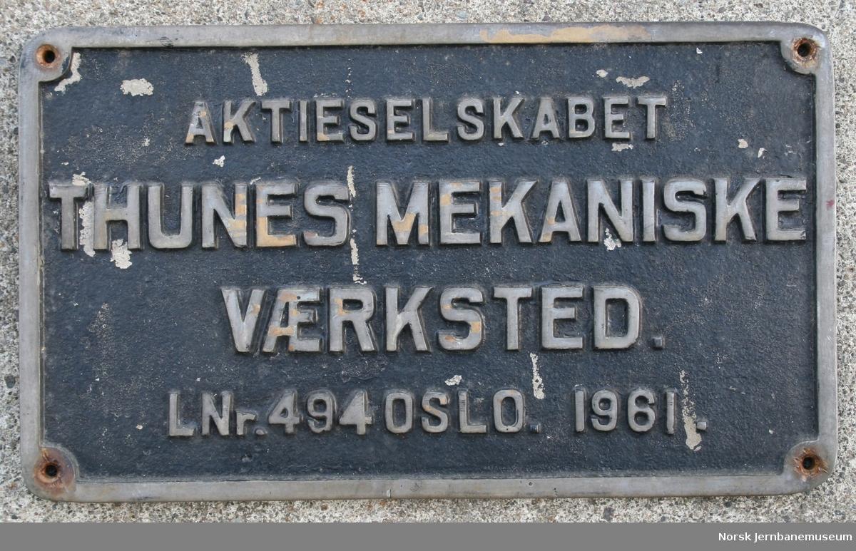 Fabrikkskilt fra elektriske lokomotiver produsert av Thunes mek. verksted