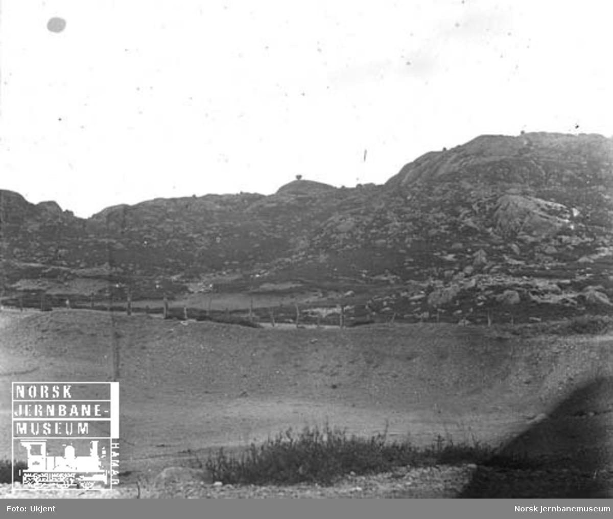 Fjellparti med vandreblokker (steinblokk) ved Vatnamot (?)
