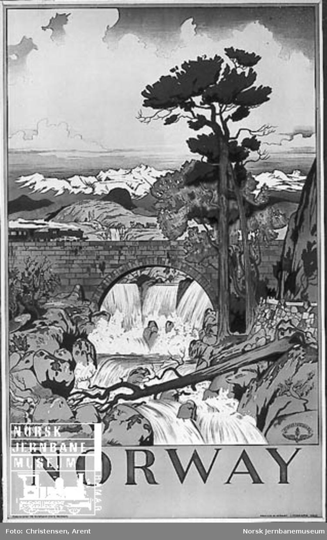 NSB-reiselivsplakat: Norway - med tegning av et landskap med en foss og et tog på en steinhvelvsbru