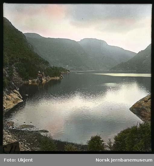 Evangervatnet sett fra Vossebanen ved Storevik