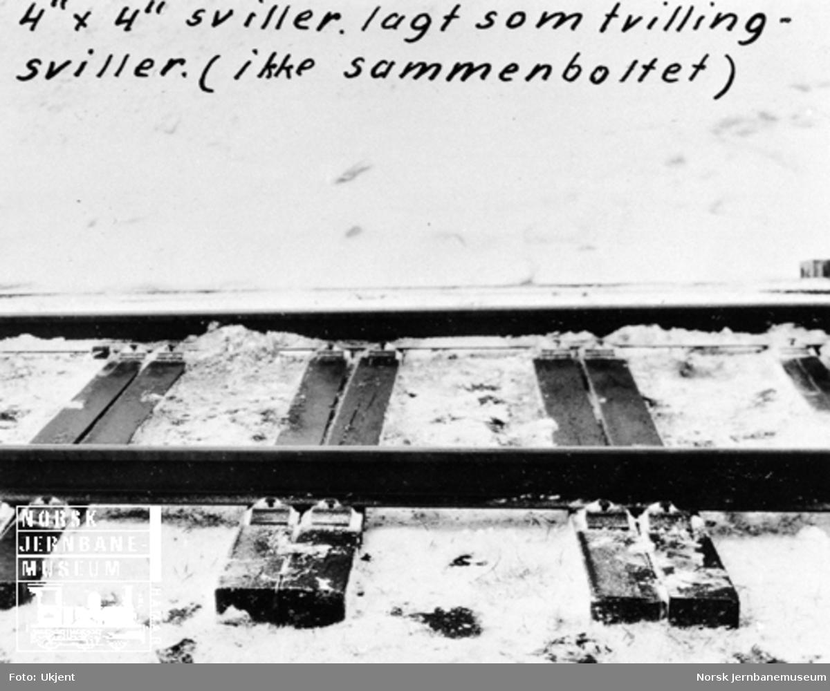 """Prøve på Østfoldbanen med 4"""" x 4"""" sviller lagt som tvillingsviller"""