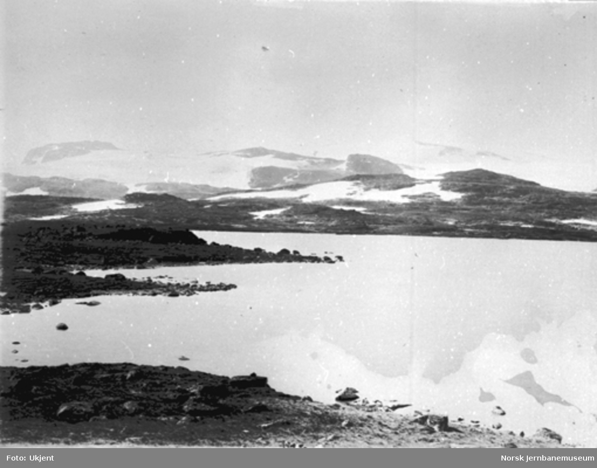 Bergensbanens anlegg; utsikt mot Hardangerjøkulen fra Finsedalen