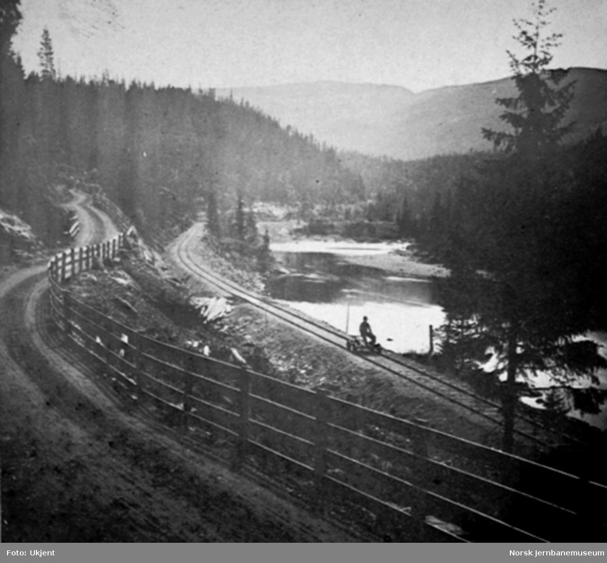 Jernbanelinjen ved Hyllbekkene, ca. 1 km sør for gården Kroken