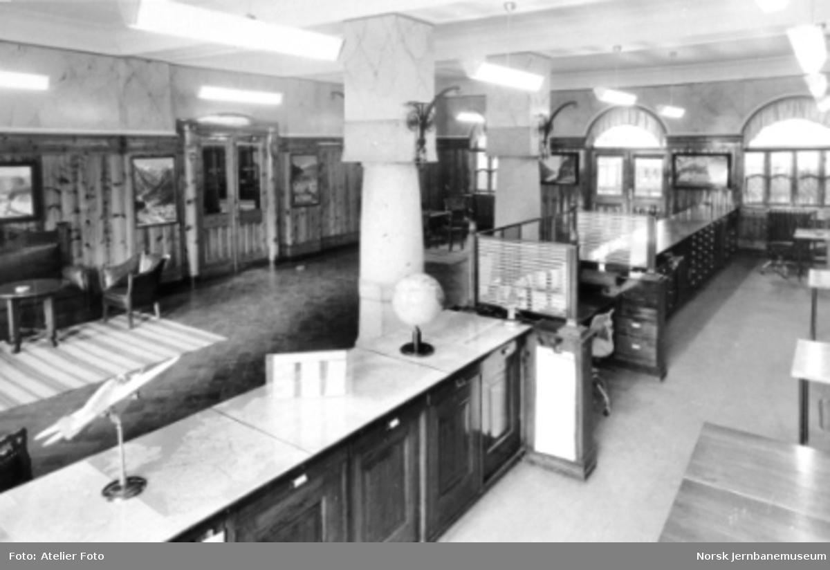 Interiørfoto fra reisebyrået på Bergen stasjon