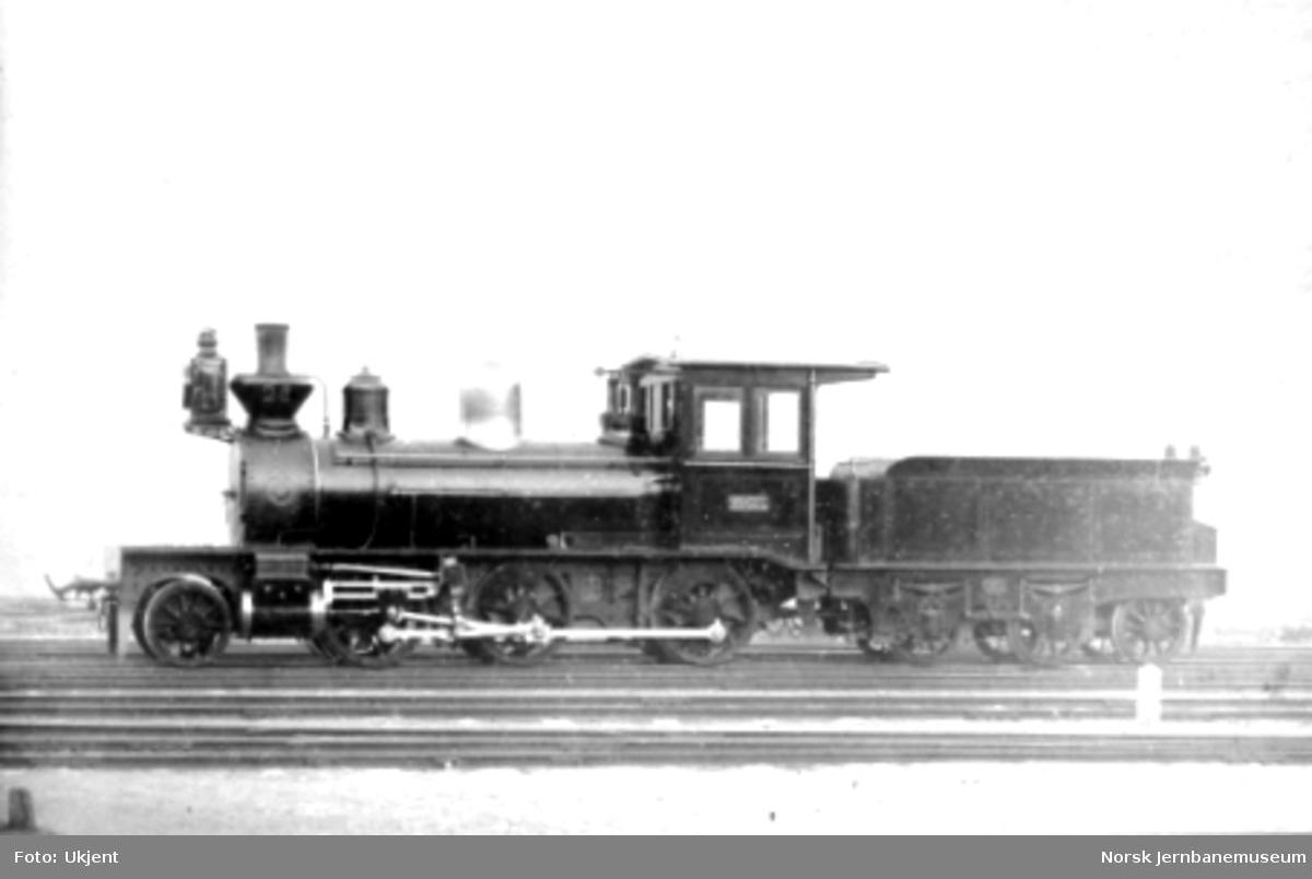 "Damplokomotiv type XIV nr. 26 ""Mogul"" kort tid etter leveransen"