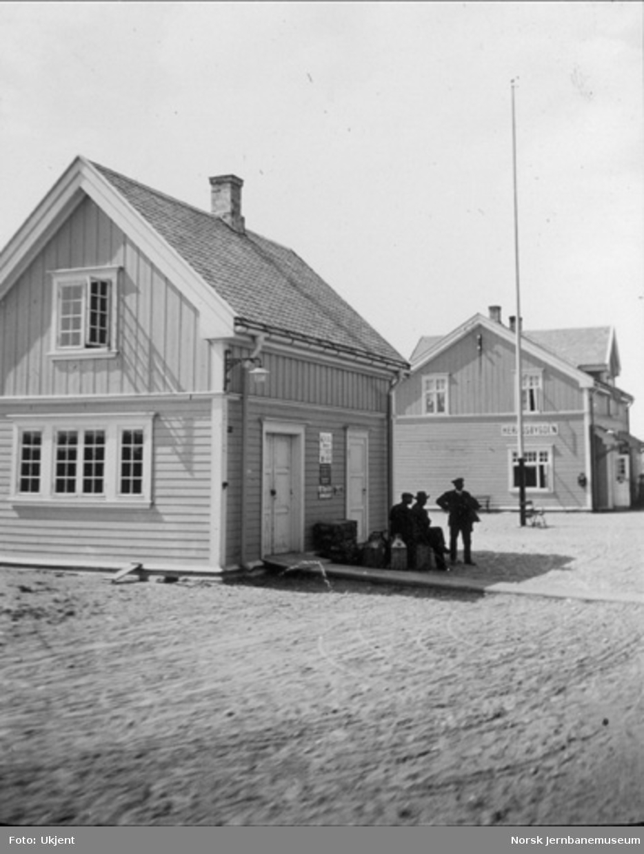 Heradsbygd stasjonsbygning og godshus
