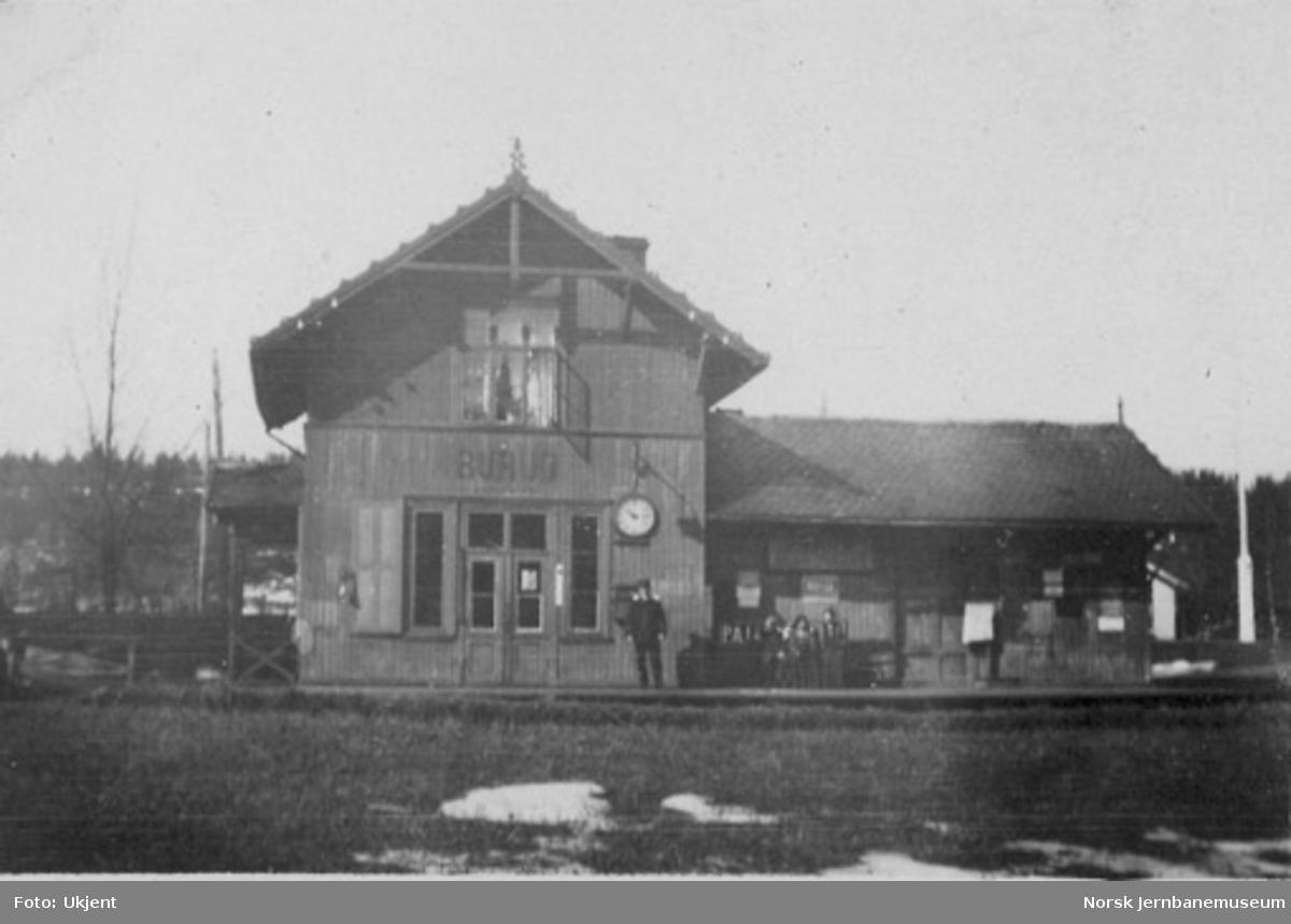 Burud stasjonsbygning med stasjonsmester Johan Georg Aaberg