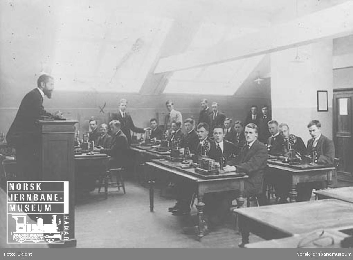 Jernbaneskolen - undervisningsrom med telegrafistkurs