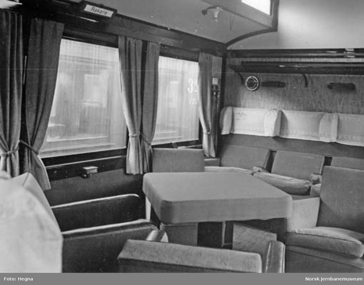 Interiørbilde fra salongen i personvogn litra Bo2c nr. 248