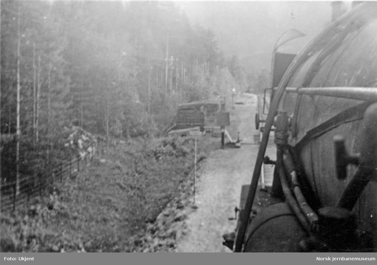 Utsyn fra damplokomotiv, muligens på Raumabanen