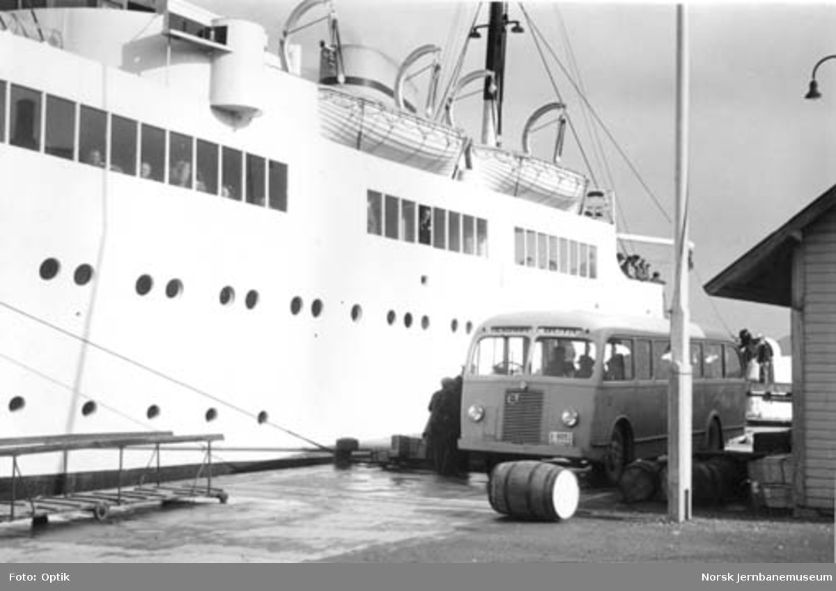 NSB Karmøyruta : korrespondanse med M/S Haugesund i Kopervik