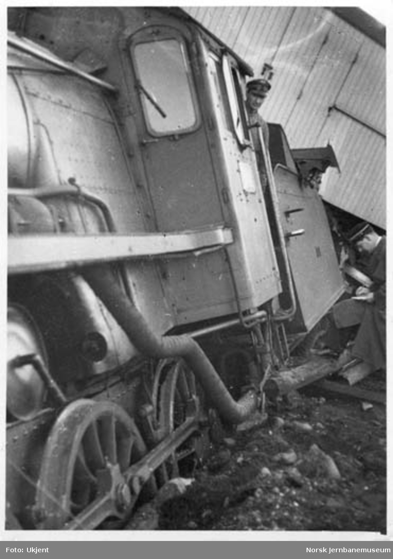 Avsporet godstog på Frogner : avsporet lokomotiv med lokomotivfører Ole Asperud