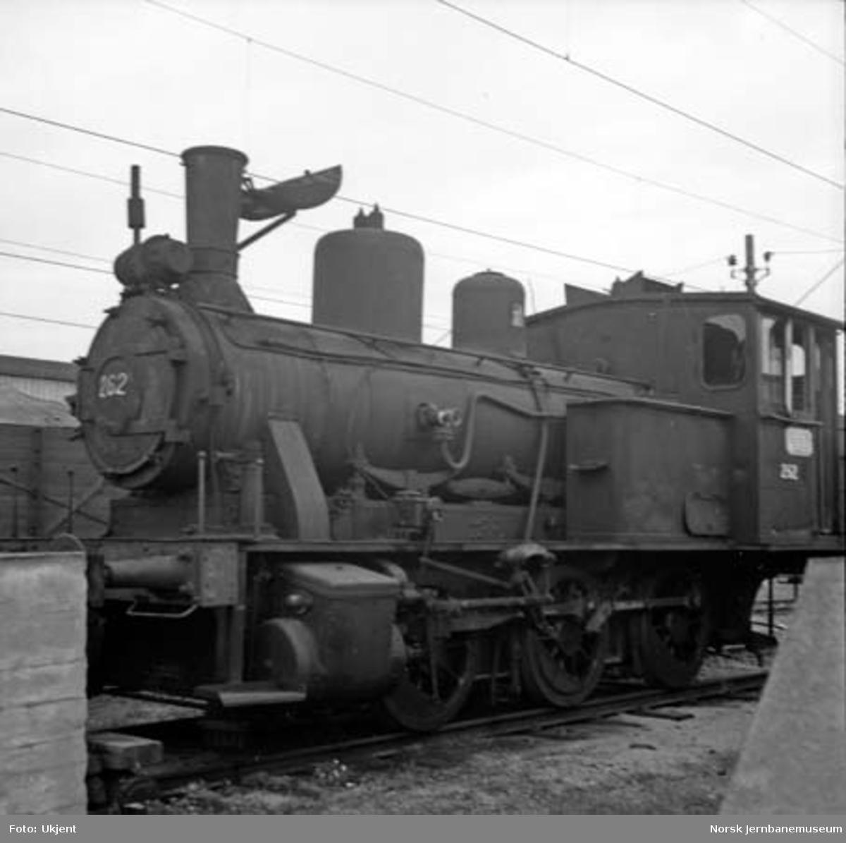 Damplokomotiv type 25a nr. 262 på Hamar stasjon