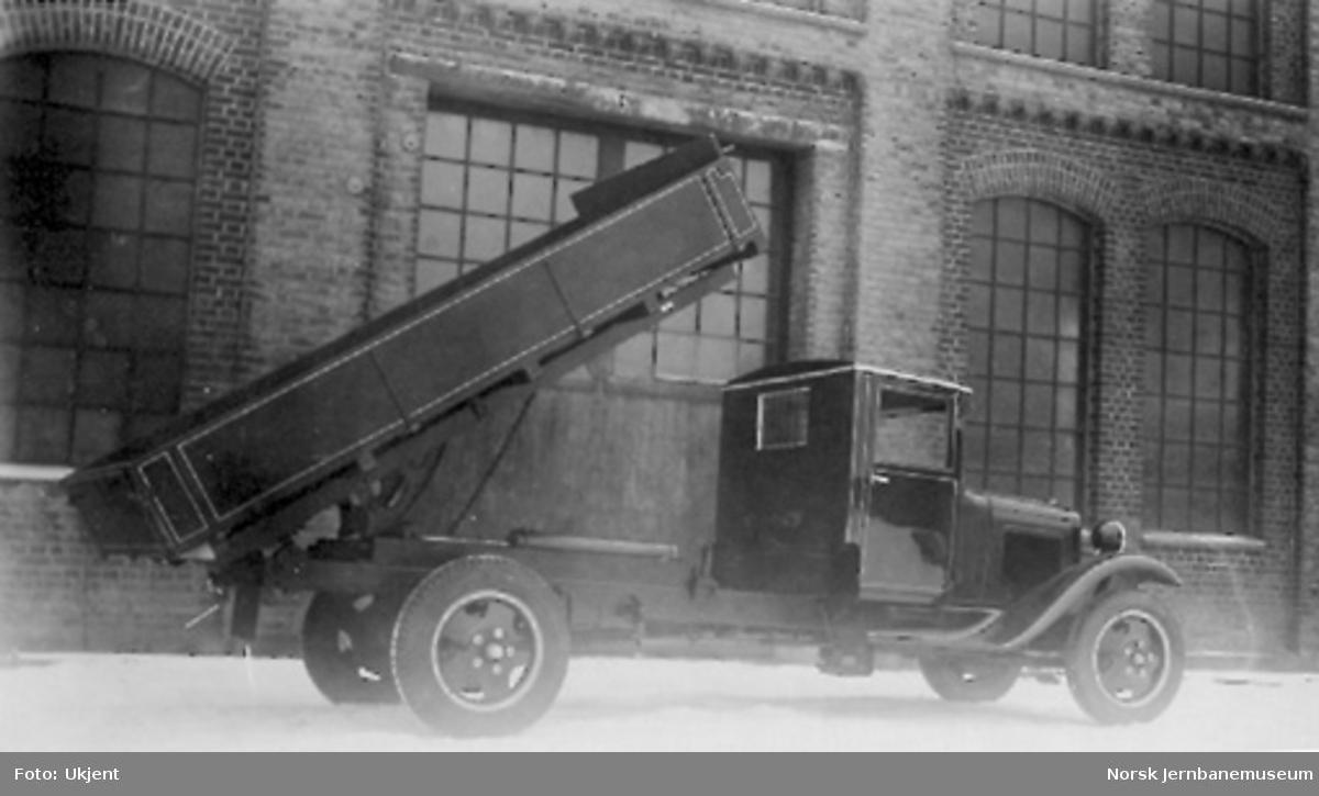 Ford lastebil med Woods hydrauliske tipp, levert til A. L. Kristoffersen