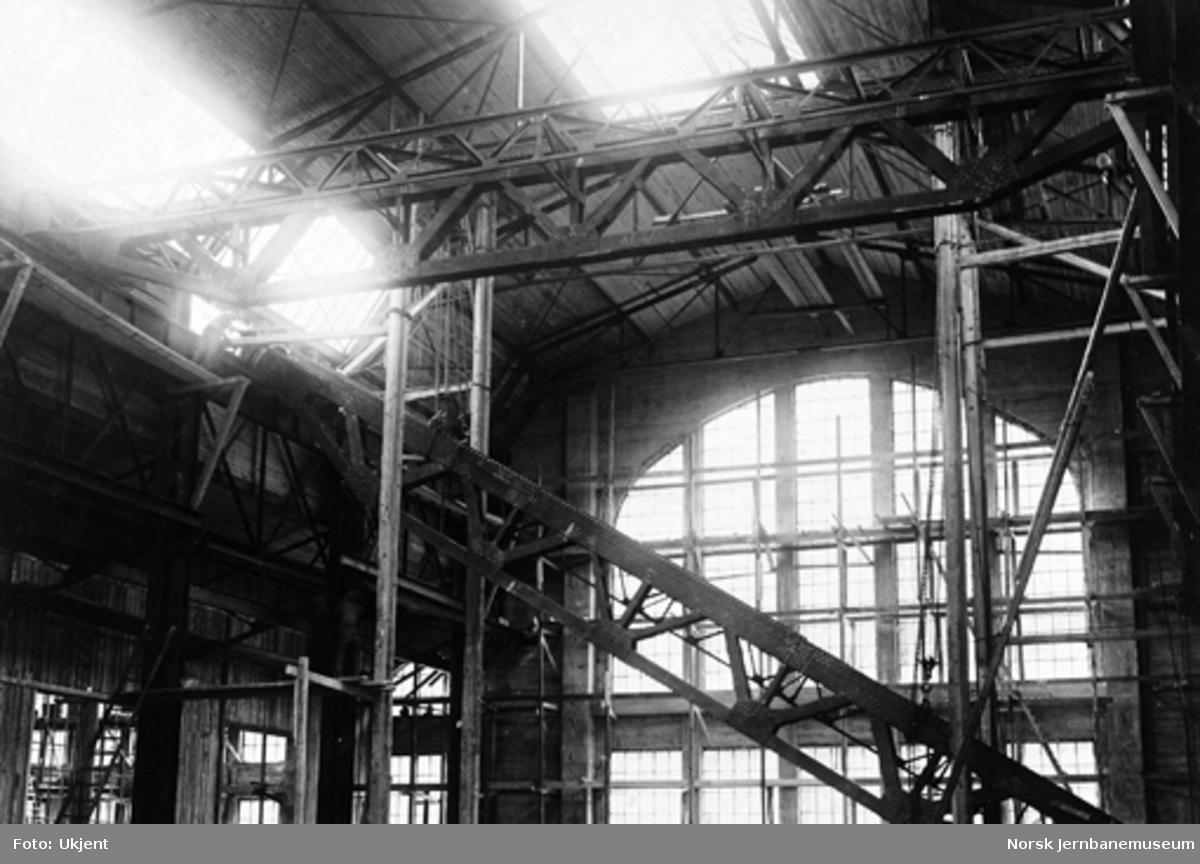 Verkstedet Marienborg : montering av 100 tonns kran