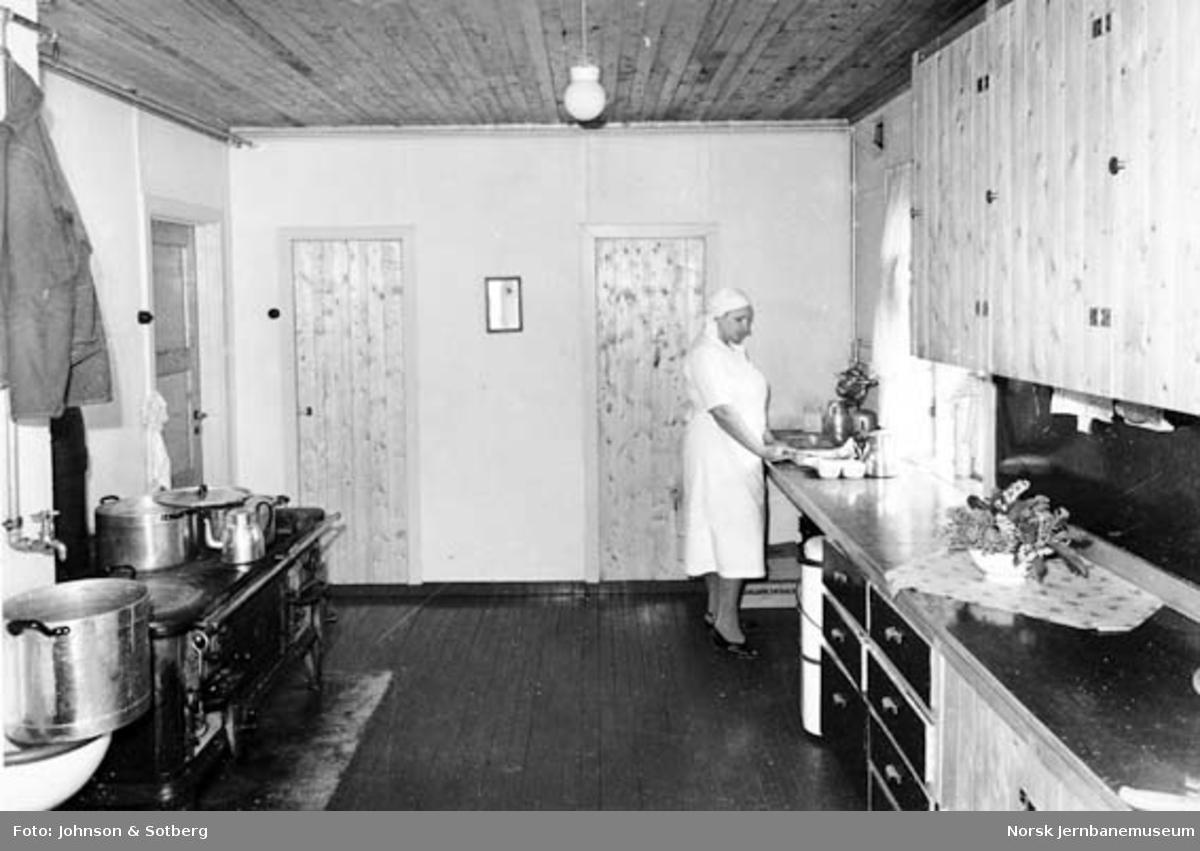 Sulitjelmabanens forlengelse : tyvemannsbrakke i Movika, kjøkken