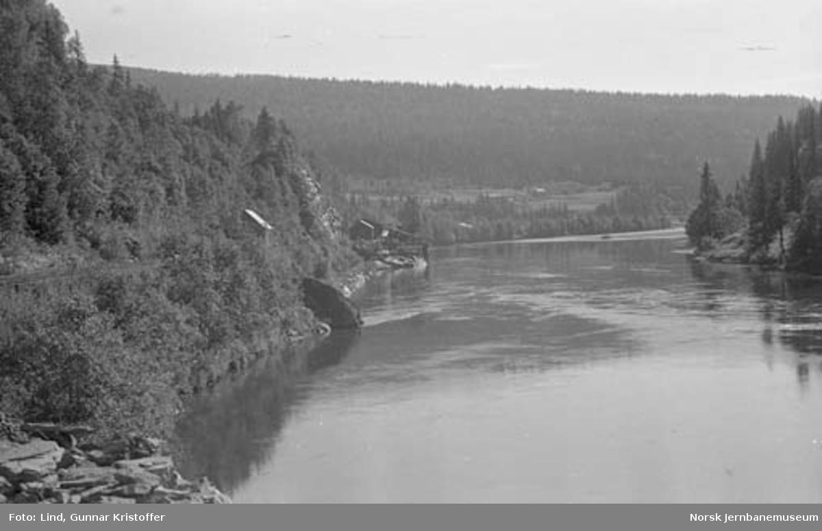 Dunderlandsbanens ombygging : utsikt fra Ilhullia tunnel syd mot Svartvassholmen og Saghei