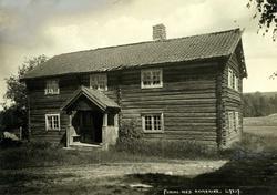 Funni, Øvre Romerike, Nes, Akershus. Våningshus i tømmer.