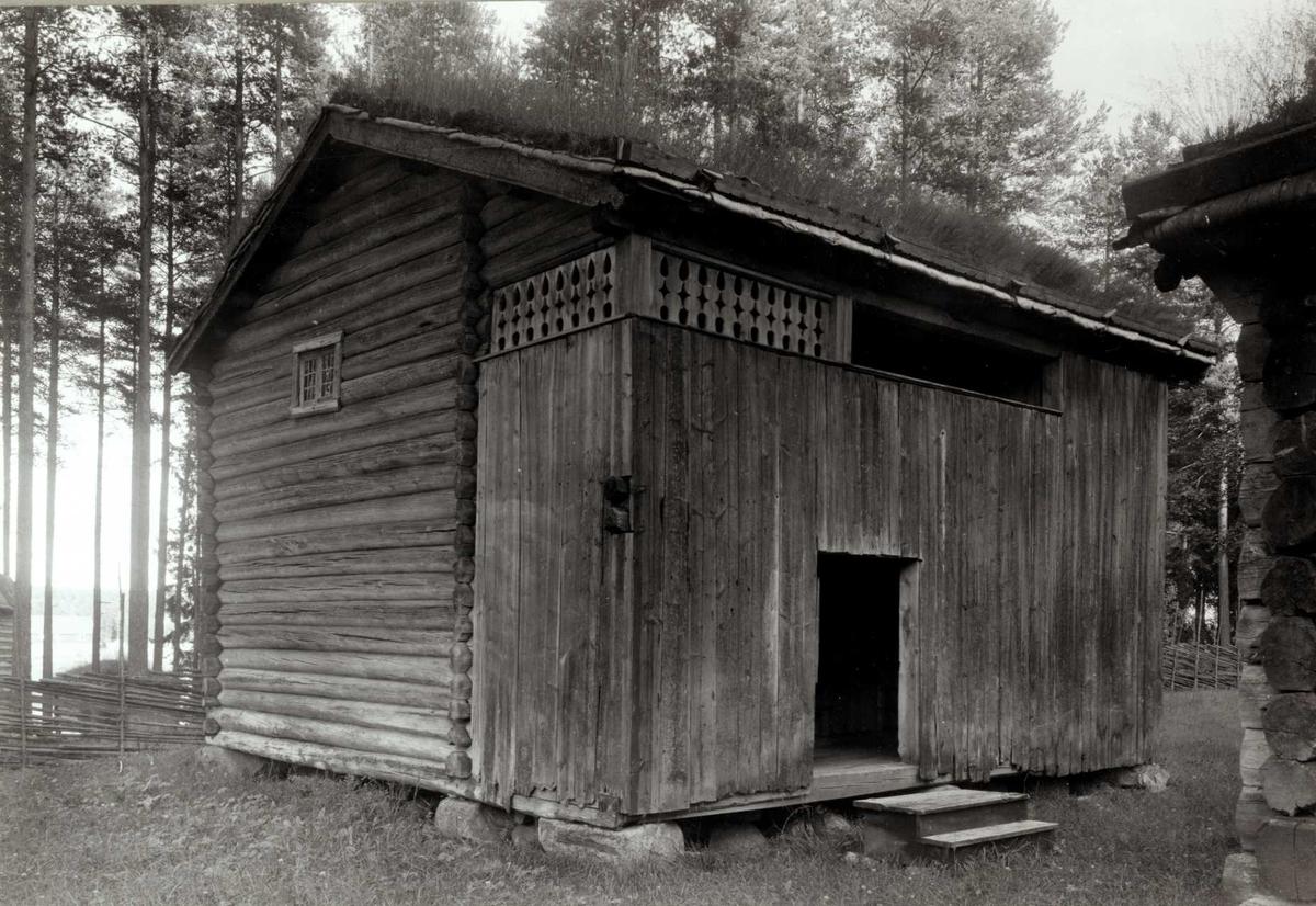 Høye gård, Rendalen, Nord-Østerdal, Hedmark. Loftsbu. Nå på Glomdalsmuseet.