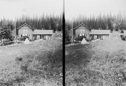 Hus på Holoa seter, Hadeland, Jevnaker, Oppland, 1903. Gudru