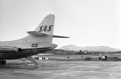 Serie. Ombord på SAS flyet til Tromsø. Flyfoto over snødekke