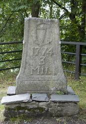 Tre-milstein, Buskerud fra 1774. Står nå på Norsk Folkemuseu