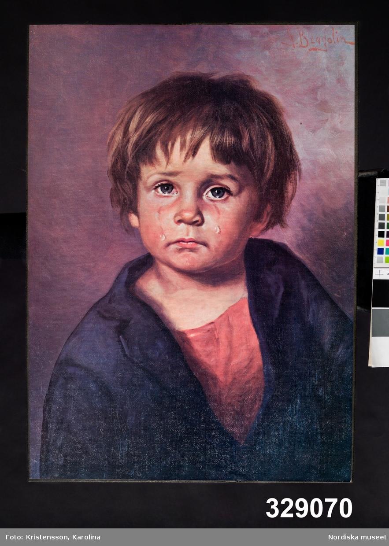 Människa, pojke. Porträtt, en face, av gråtande barn.
