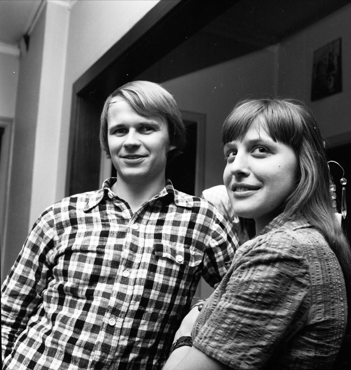 Ungdomar på Söderlunds Rör AB:s julfest, Tierp, Uppland 1972