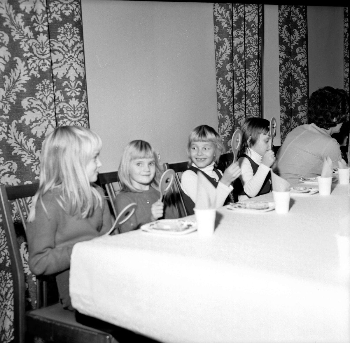 Söderfors husmorsförening har julfest för barn, Söderfors, Uppland janauri 1973