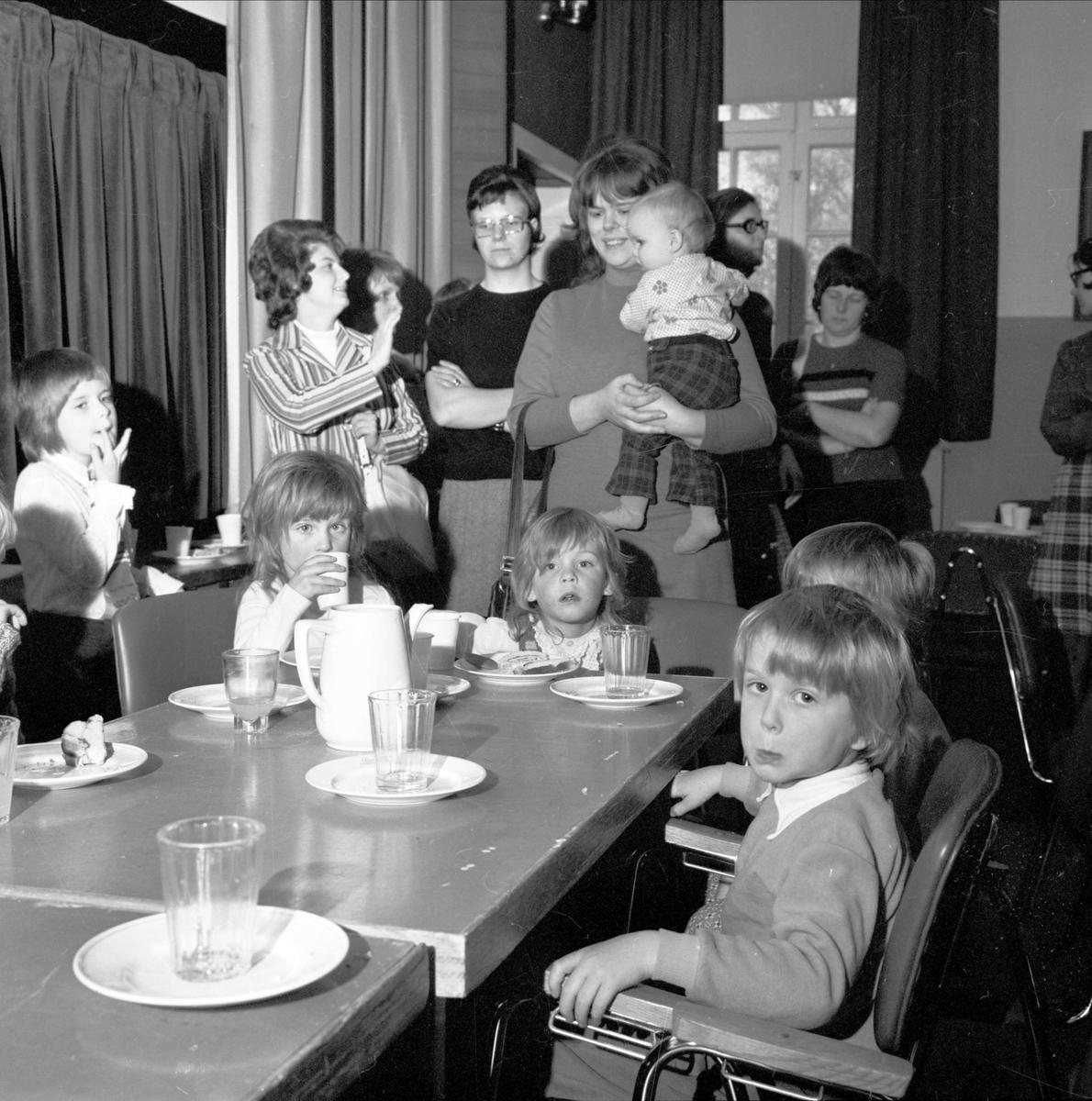 """Lekskoleslut i Tierp"", Uppland april 1973"