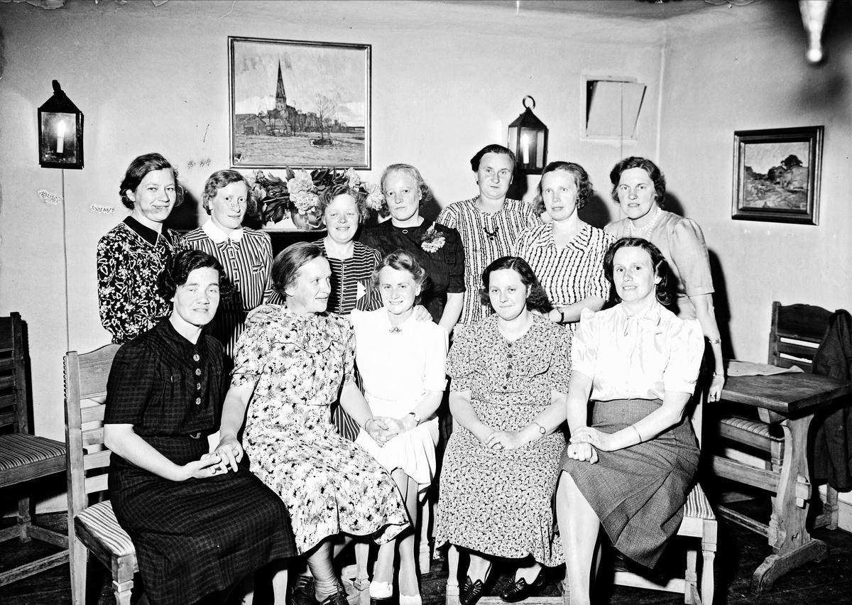 Grupporträtt - kvinnliga lärare, restaurang Domtrappkällaren, S:t Eriks gränd, Uppsala 1942