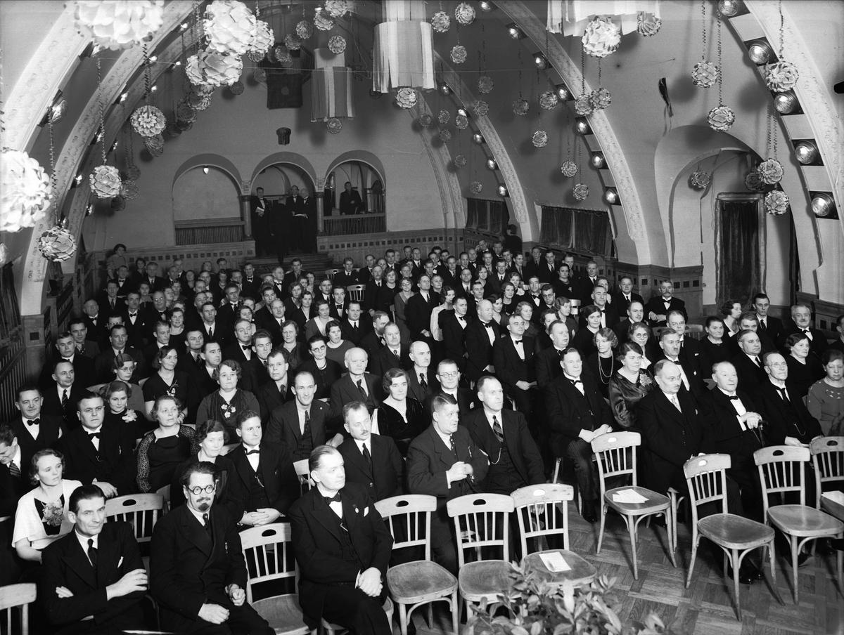 Publik i festdekorerat Bluffen, kvarteret Frigg, Uppsala 1935