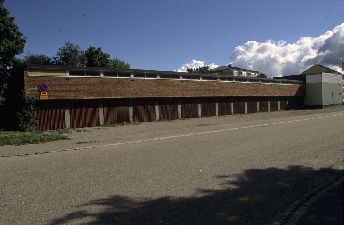 Garagelänga i Sala backe, Uppsala 2001