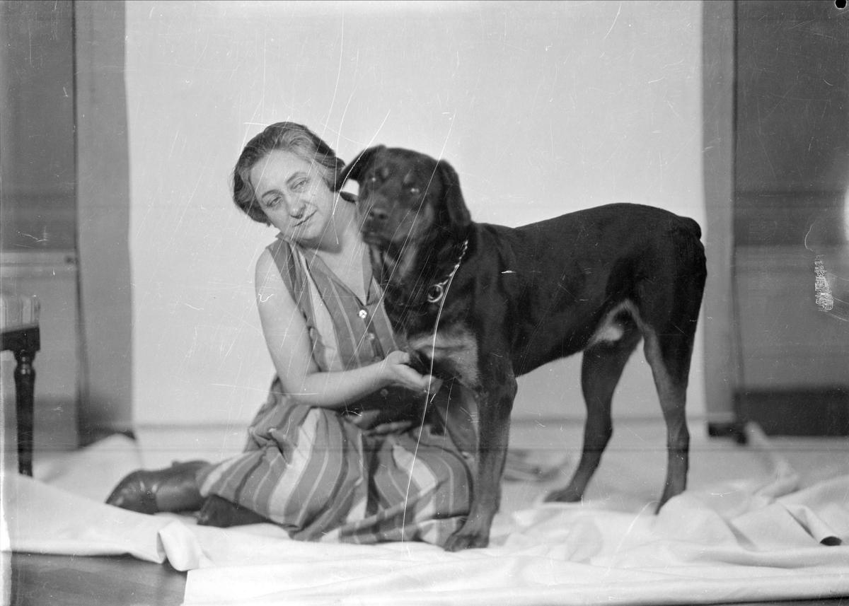 Lisabet Sundgren med hund