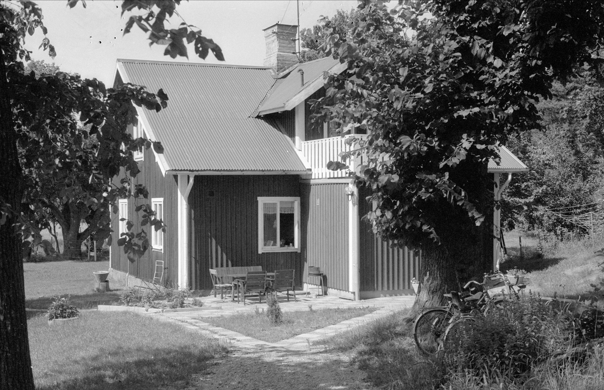 Bostadshus, Bärberget, Skäggesta, Börje socken, Uppland 1983
