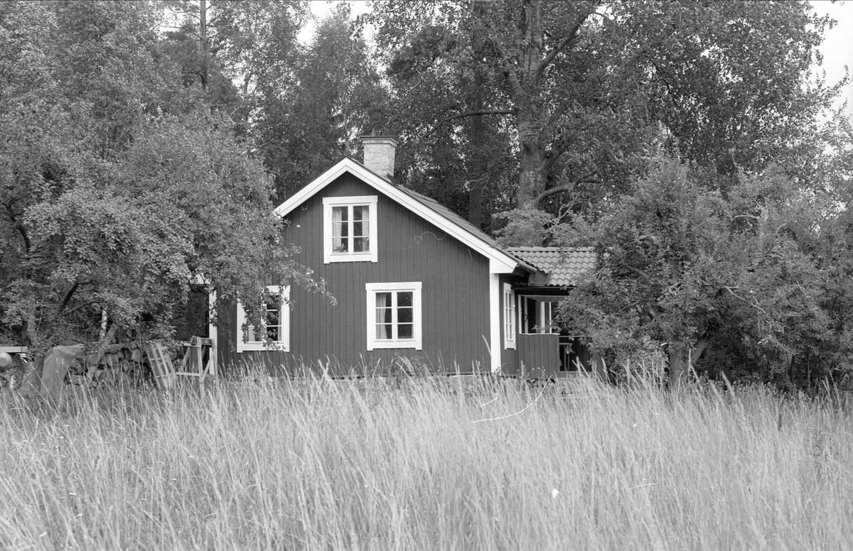 Bostadshus, Vallskog, Högtomta, Funbo socken, Uppland 1982