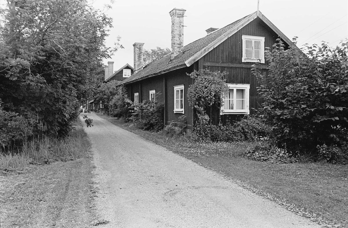Smedsbostäder vid Norra gatan, Lövstabruk, Österlövsta socken, Uppland 2000