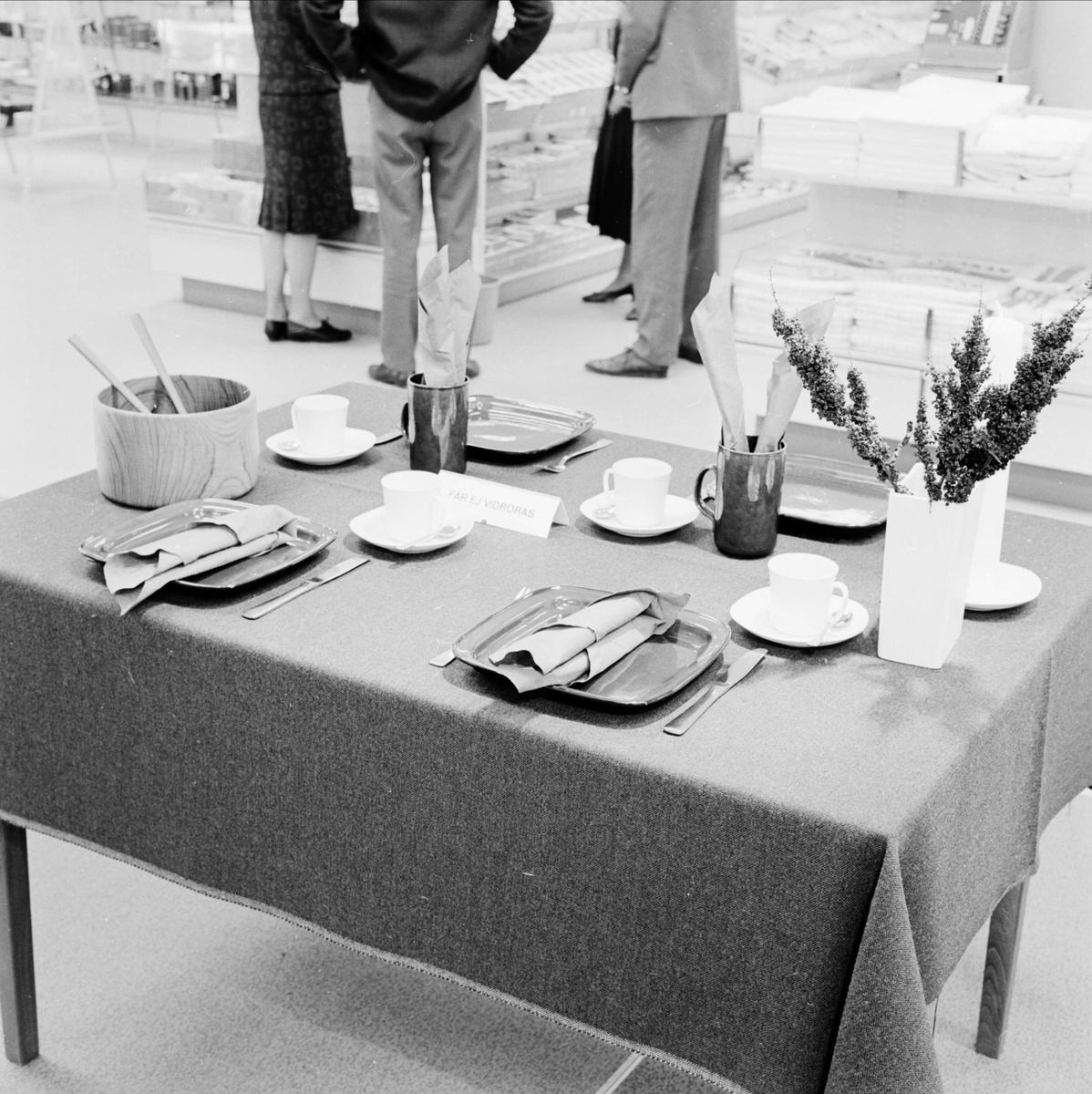 Borddukning på varuhuset EPA, Vaksalagatan, Uppsala 1964