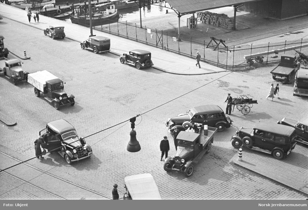 Biltrafikk på Jernbanetorget, Oslo