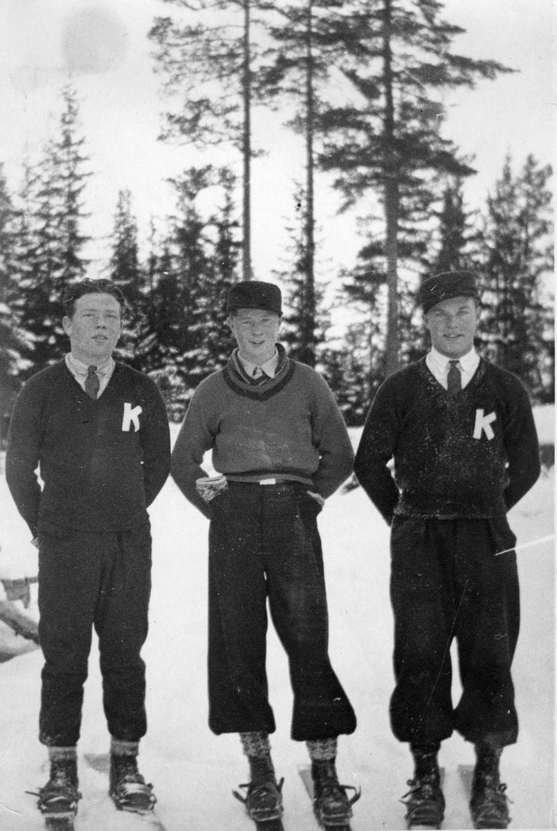 Kongsberghoppere: Arnholdt Kongsgård t.v, Odd Jansen i midten, Olaf Fusch t.h. KIF-skiers Arnholdt Kongsgård, Odd Jansen, Olaf Fusche