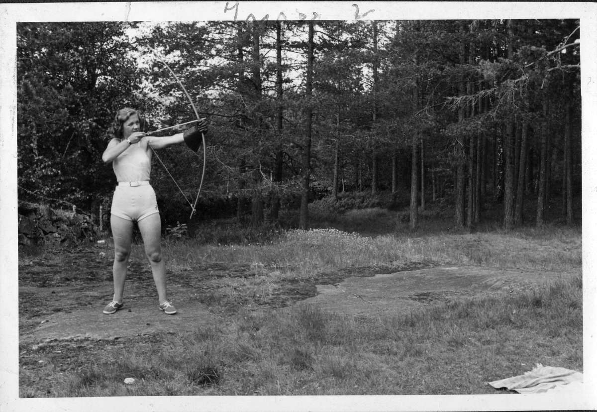 Female archer at Ruudhytta cabin.