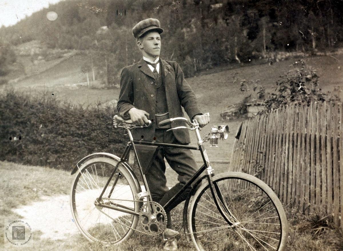 Syklist Tønnes Iversen Ubostad fra Grindheim.