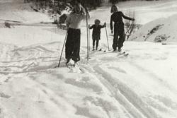 Tre søstre Ubostad på ski. Grindheim.
