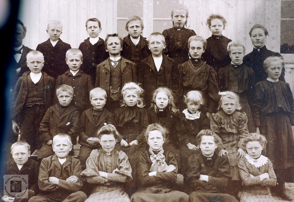 Skoleklasse på Byremo Grindheim Audnedal.