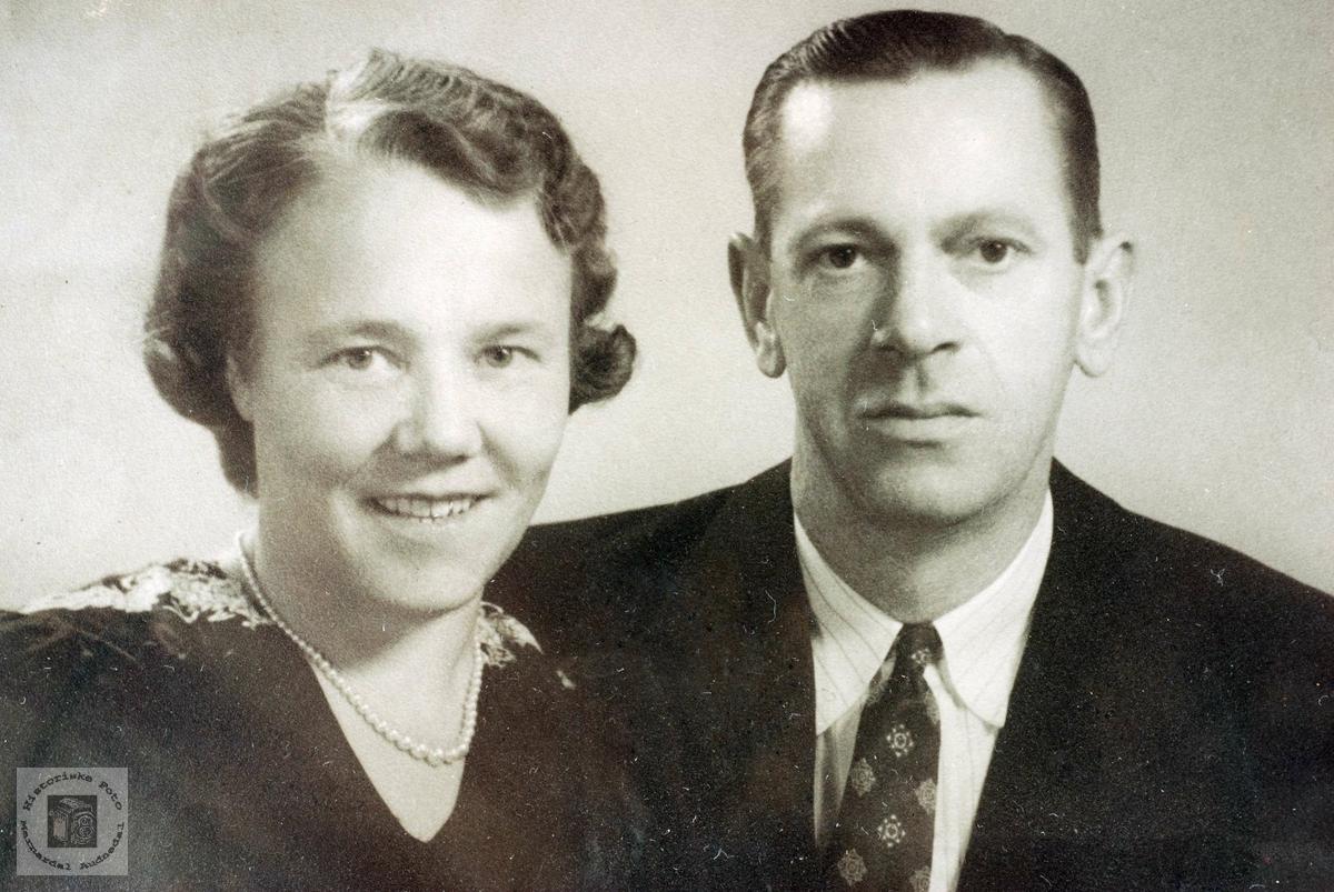 Portrett av ekteparet Berte og Kristen, Berte fra Flottorp. Grindheim Audnedal.